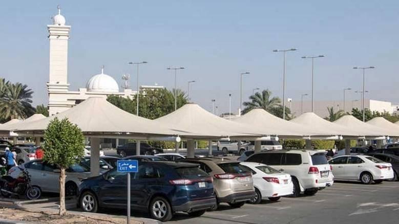 Abu Dhabi met ses parkings extérieurs à l'ombre