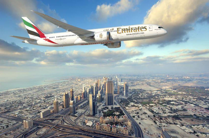 Emirates survole le Burj Khalifa à Dubai